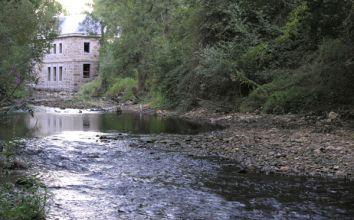 La acumulación de escombro eleva el nivel del río.