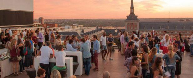 Ocio y diversi n al aire libre en las noches de verano for Casa de granada terraza madrid