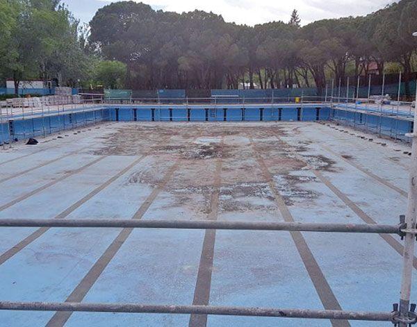 Aluche afronta un nuevo verano con su piscina al aire for Piscina municipal pinto