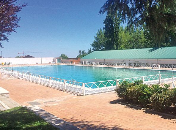 Abren las piscinas de tres cantos y colmenar viejo for Piscina islas tres cantos