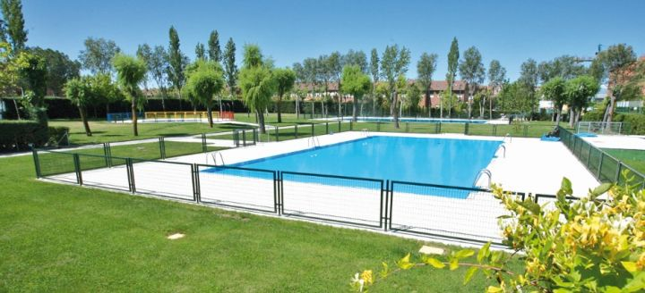 Tres cantos y colmenar viejo abren todas sus piscinas for Piscina islas tres cantos